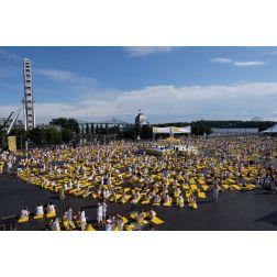 Près de 10 000 yogis au Lolë White Tour Montréal