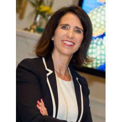 Le 6 juillet marquera le 25e anniversaire d'Hélène Vézina à Tourisme Laval!