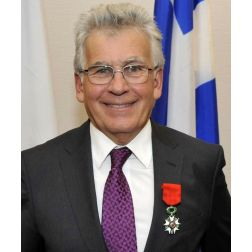 Michel Archambault, professeur émérite de l'UQAM obtient la plus haute distinction du gouvernement français