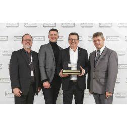 Normand Laprise reçoit le prix Hommage Chapeau restaurateurs!