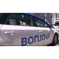 «Bonjour» arboré sur 350 voitures taxis à Montréal-Trudeau
