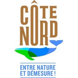 Les touristes profitent du plein air et de la nature sur la Côte-Nord