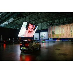 T.O.M.: Aux Pays-Bas, une exposition se visite en drive-in