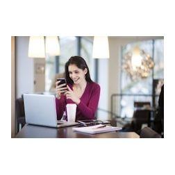 Les Canadiens passent deux fois plus de temps en ligne