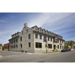 Réouverture du plus vieil hôtel canadien à l'ouest de Montréal