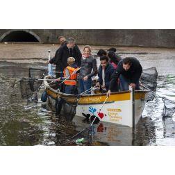 À Amsterdam, les croisières se réinventent avec la pêche au plastique