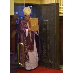 La porte sainte de nouveau ouverte à la basilique-cathédrale Notre-Dame de Québec