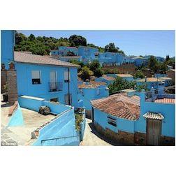 Ce village restera bleu pour attirer les touristes